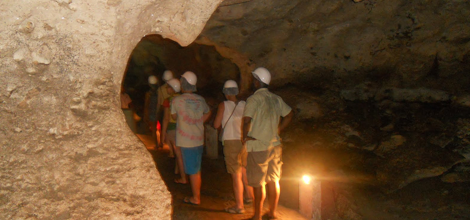 Green-Grotto-Caves-Tour-03